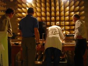 Foto zeigt ein schalltotes Testlabor. Hier arbeiten gemeinsam Testingenieure, Berechnungs- und Entwicklungsingenieure.